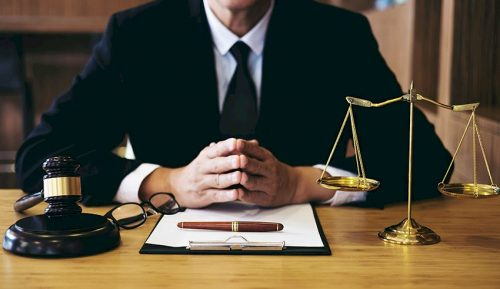 Considerations While Hiring a Business or Commercial Lawyer